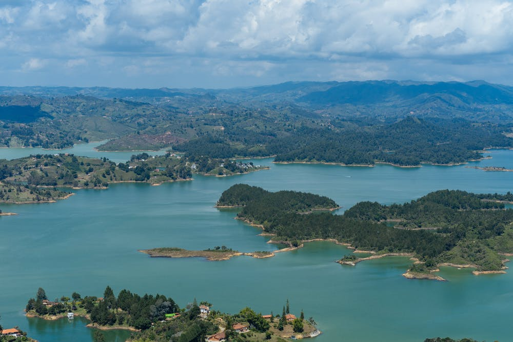 Cover image for What to expect in Guatapé. Read more by visiting the article!