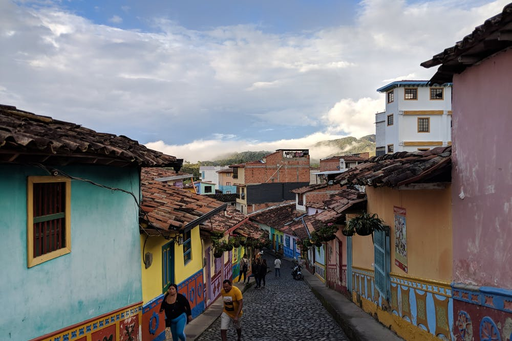 Cover image for How to get to Guatape from Medellin. Read more by visiting the article!