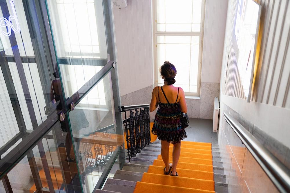 Girl walking down orange carpeted stairs at MeetMe23