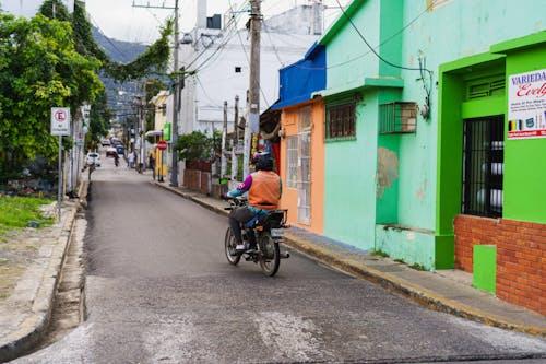 Puerto Plata City Dominik Cumhuriyeti'nde motosiklet motoconcho sürme yerel Dominikli adam
