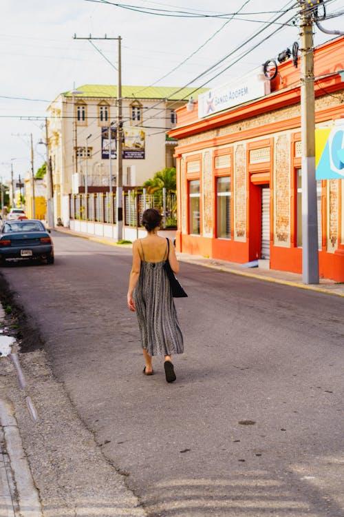 Puerto Plata City Dominik Cumhuriyeti Tarihi Merkezinde yürüyen gezgin