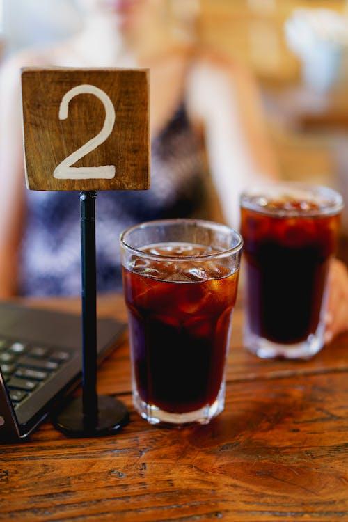 Vagamundo üçüncü dalga kahve dükkanı Dominik Cumhuriyeti'nde iki soğuk demlenmiş kahve