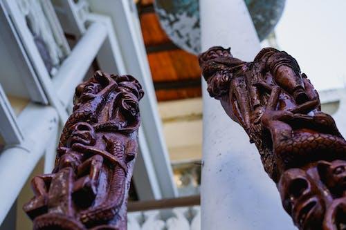Sosua Dominik Cumhuriyeti'ndeki Castillo Mundo King Sanat Müzesi'nde Haiti egzotik ahşap heykel oymaları