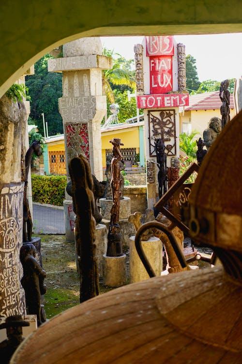 Sosua Dominik Cumhuriyeti'ndeki Castillo Mundo King Sanat Müzesi'nde açık hava heykel bahçesi