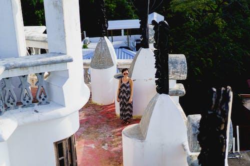 Sosua Dominik Cumhuriyeti'ndeki Castillo Mundo King Sanat Müzesi'nin çatı katındaki gezgin