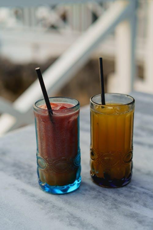 Sosua Dominik Cumhuriyeti'ndeki Playa Alicia'da taze meyve suları ve içecekler