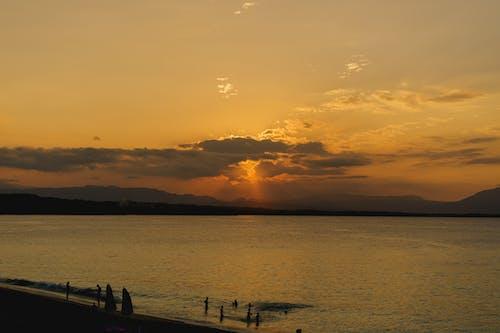Sosua Dominik Cumhuriyeti'ndeki Playa Alicia'da batıya bakan plajdan gün batımı izlendi
