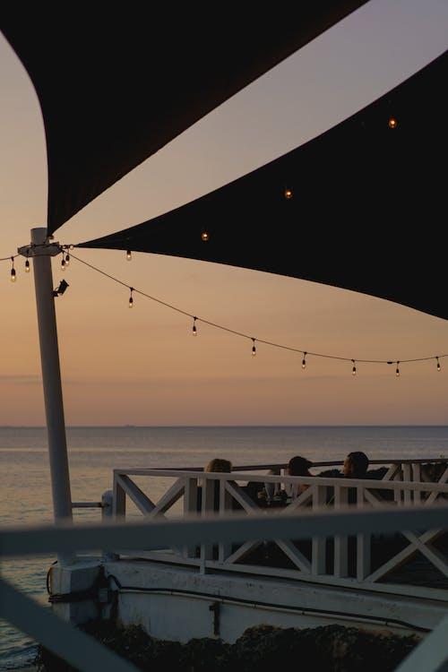 Playa Alicia, Sosua, Dominik Cumhuriyeti'nde son moda bar restoranı