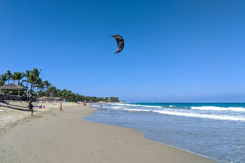 Kite Beach Cabarete Dominik Cumhuriyeti'nde uçurtma sörfçüleri