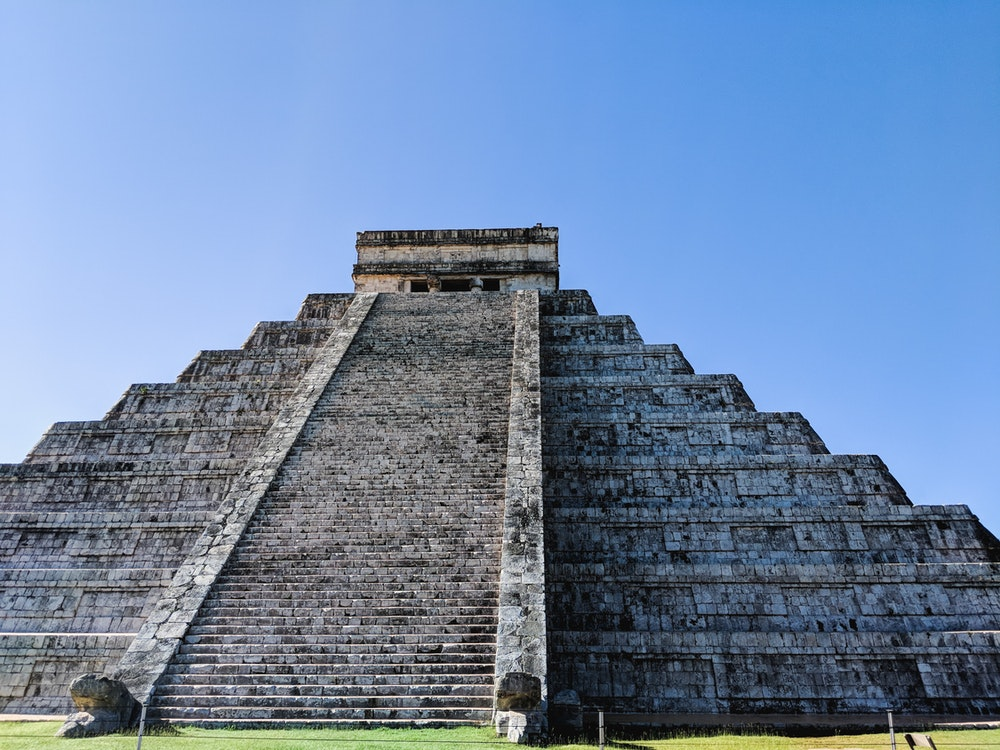 The biggest Mayan pyramind at Chichen Itza, Mexico