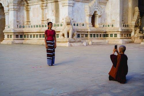 Beyaz tapınak Ananda Pagoda Bagan Myanmar Burma'da fotoğraf çekmek