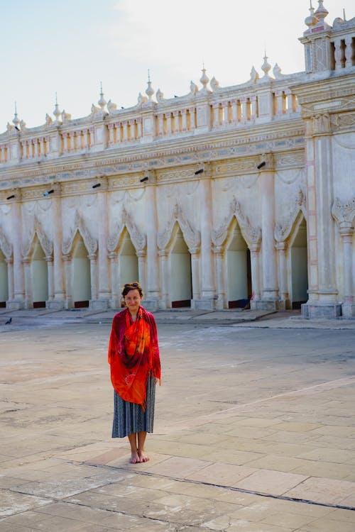 Budist pagodalarında ne giyilir Ananda Tapınağı Bagan Myanmar Burma