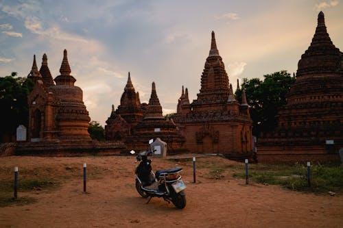 Bir ebike kiralama ile Bagan'ı dolaşın Bagan Myanmar Burma