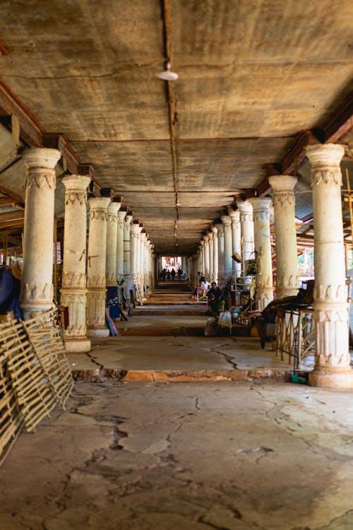 Inle Lake Myanmar'da büyük uzun Indein el sanatları pazarı