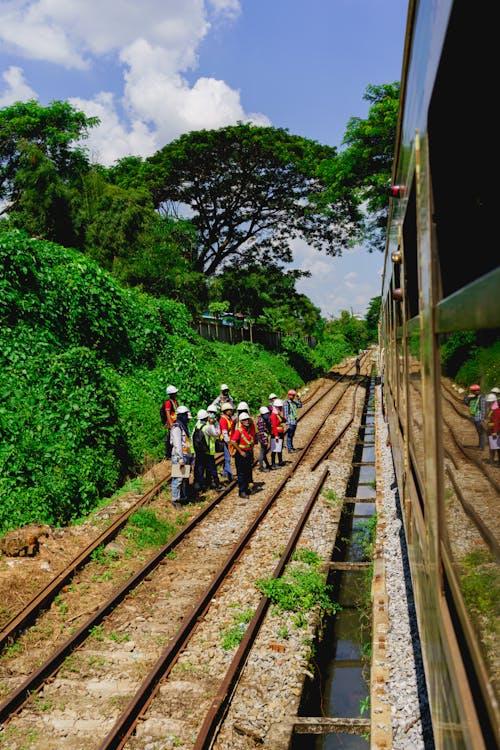 Yangon Circle Line Tren Myanmar Burma'nın bir penceresinin dışından görüntüleyin
