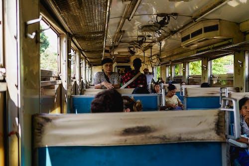 Yangon Circle Line Tren Myanmar Burma içinde nasıl bir şey