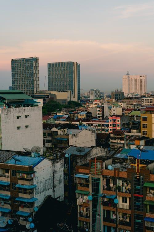 En iyi çatı barı Yangon Myanmar Burma'dan Burma binalarının panoramik manzarası