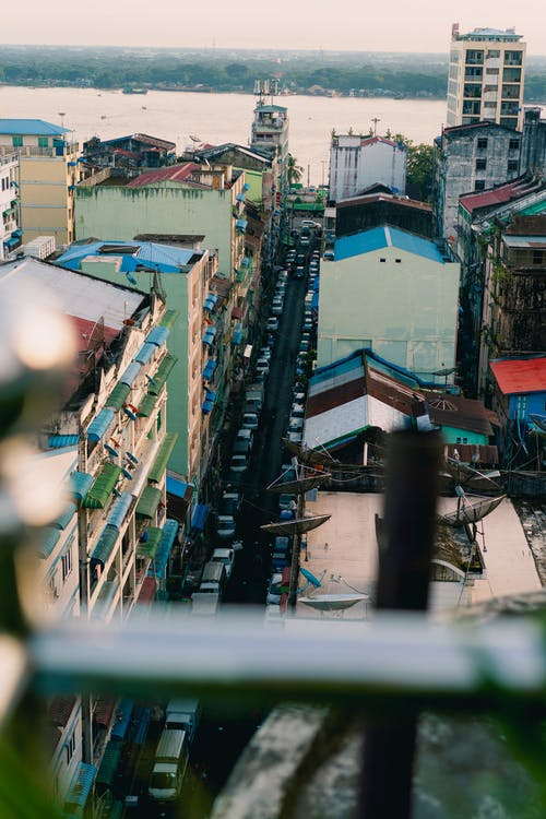 En iyi çatı barı Yangon Myanmar Burma'da yukarıdaki şehir panoramasından görüntüleyin