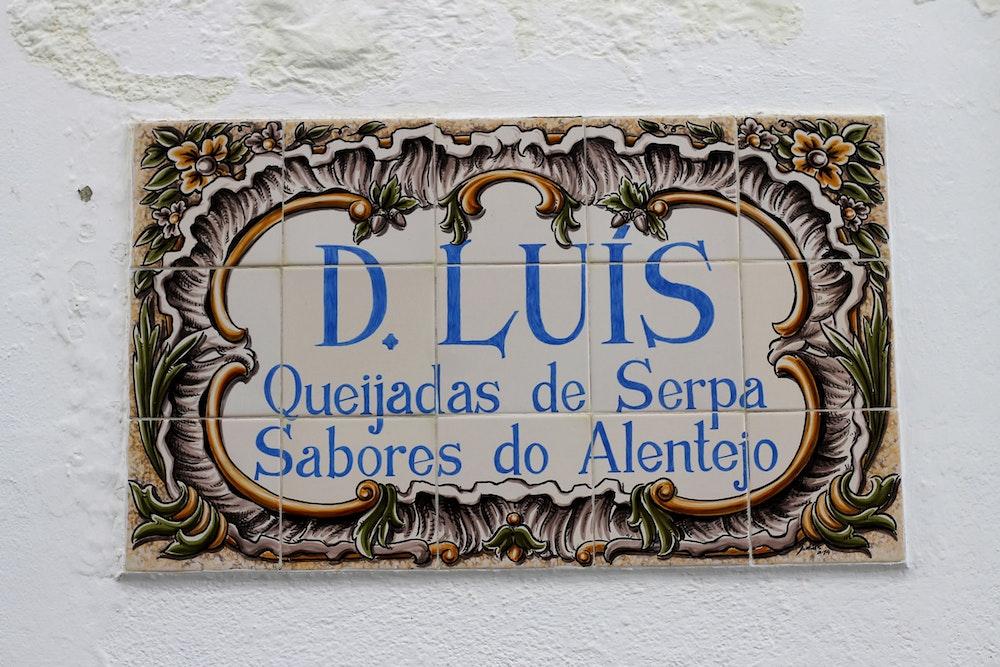 Painted tile in Serpa