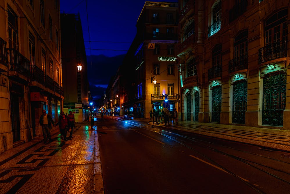 How to Take Better Photos at Night (Ultimate Guide)