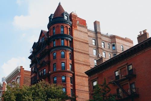 Güzel bir günde Brooklyn Heights'ta kırmızı tuğla 19. yüzyıl mimarisi
