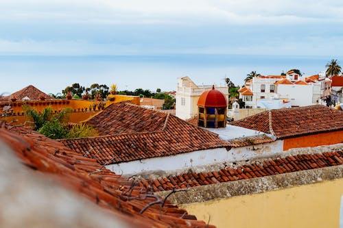 Bir çatıdan la Orotava'ya bakmak