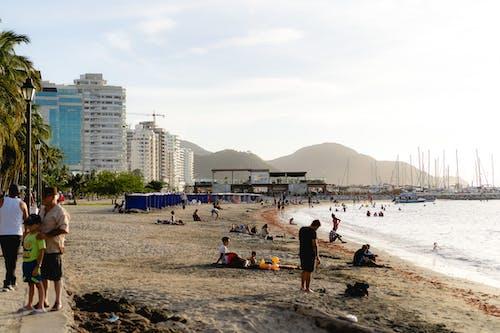 Santa Marta, Kolombiya'daki bir plajdan görünüm
