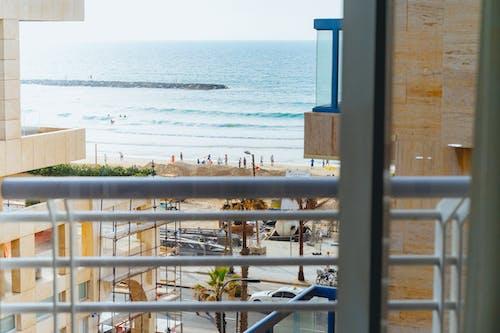 Tel Aviv, İsrail'de bir plajın görünümü
