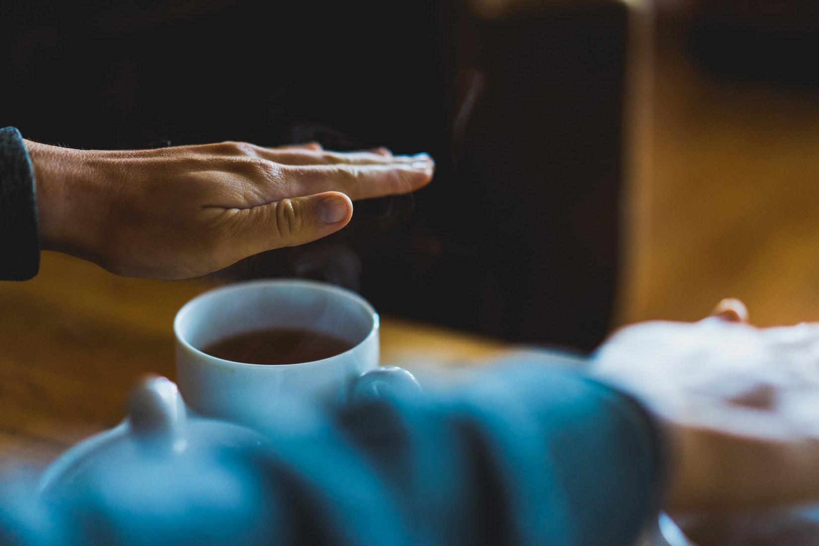 Keeping warm from hot tea